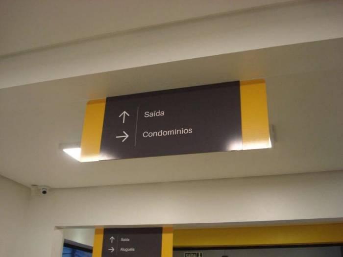 Placas de sinalização empresarial